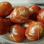 Bojenje jaja prirodnim bojama